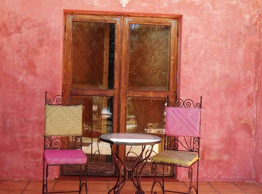 terraço privado com mobiliário de jardim